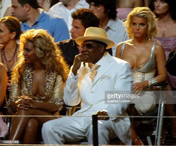 Beyonce Nick Lachey JayZ and Jessica Simpson during 2004 MTV Video Music Awards Backstage and Audience at American Airlines Arena in Miami Florida...