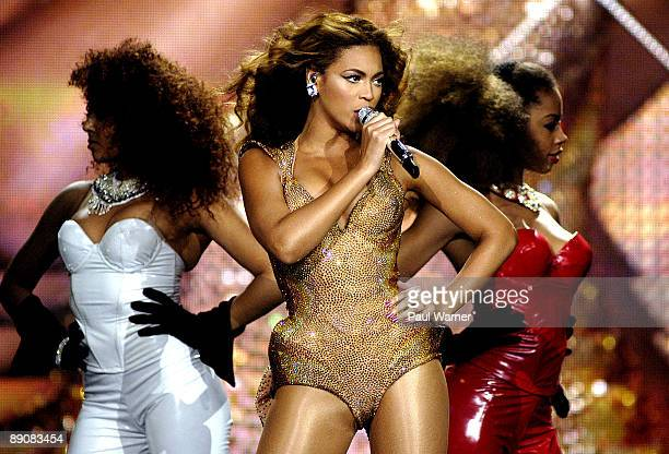 "Beyonce performs during the ""I AM..."" tour at the United Center on July 17, 2009 in Chicago, Illinois."