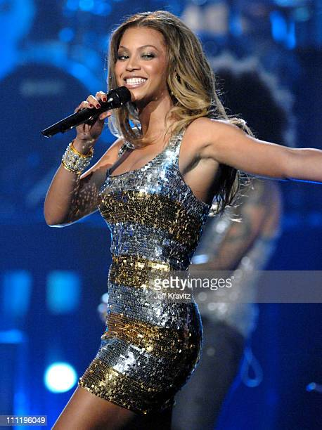 Beyonce performs Irreplaceable during 2006 American Music Awards Show at Shrine Auditorium in Los Angeles CA United States