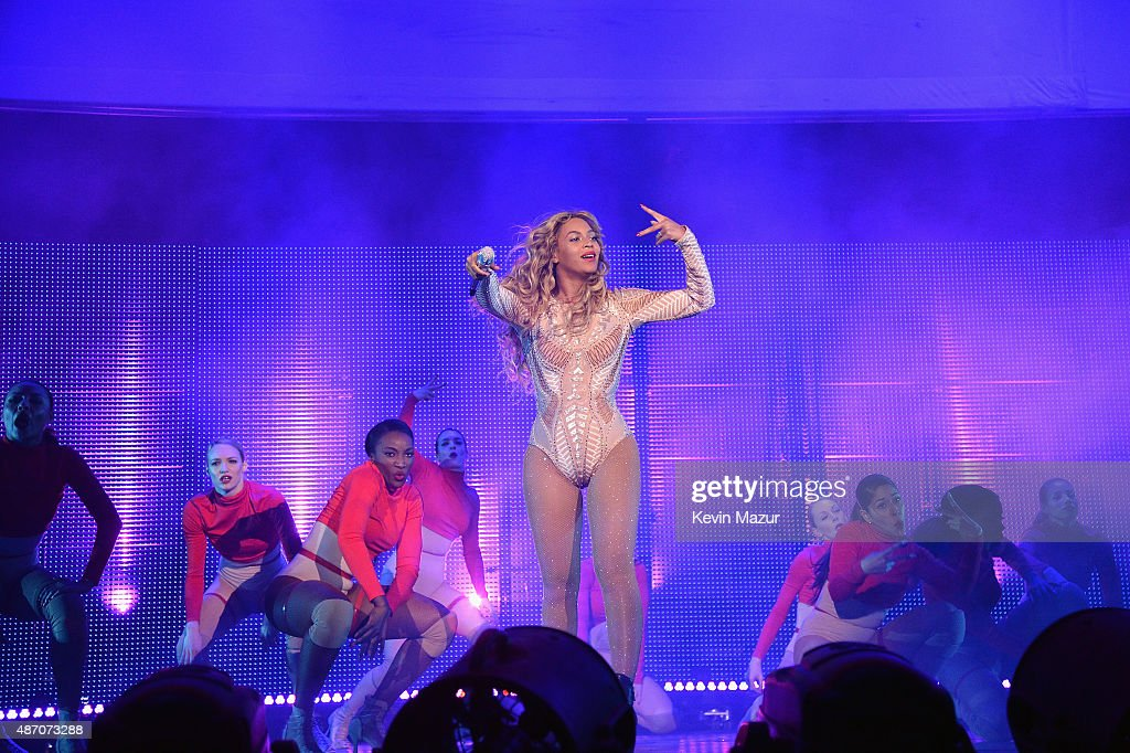 Beyonce (C) performs onstage during the 2015 Budweiser Made in America Festival at Benjamin Franklin Parkway on September 5, 2015 in Philadelphia, Pennsylvania.