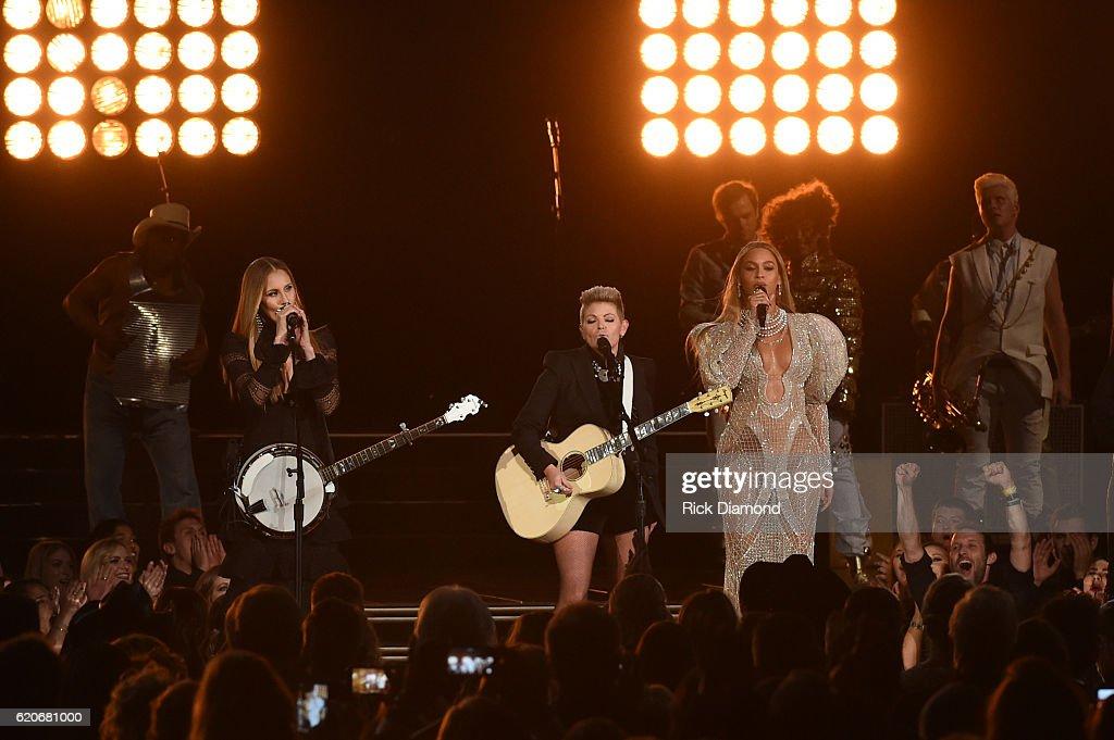 The 50th Annual CMA Awards - Show : News Photo