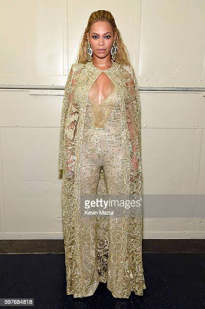 Beyonce poses backstage during the 2016 MTV Video Music Awards at Madison Square Garden on August 28 2016 in New York City