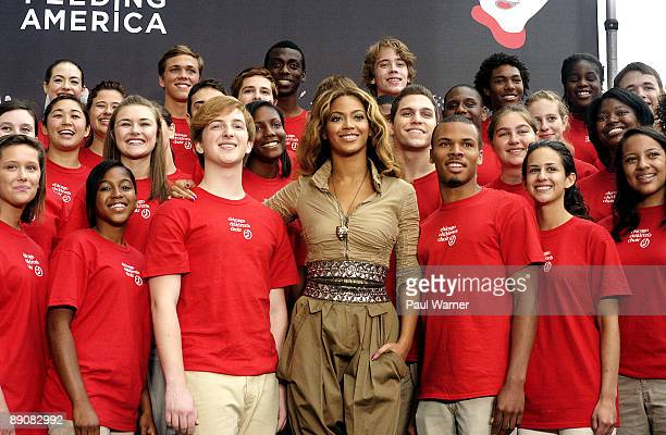 Beyonce poses with the Chicago Childrens Choir at the Show Your Helping Hand Campaign Press Conference at the United Center on July 17 2009 in...