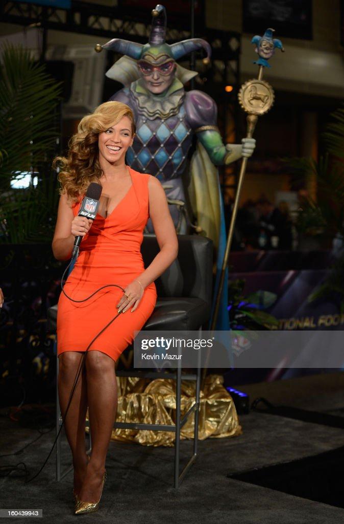 Beyonce Visits Radio Row : News Photo