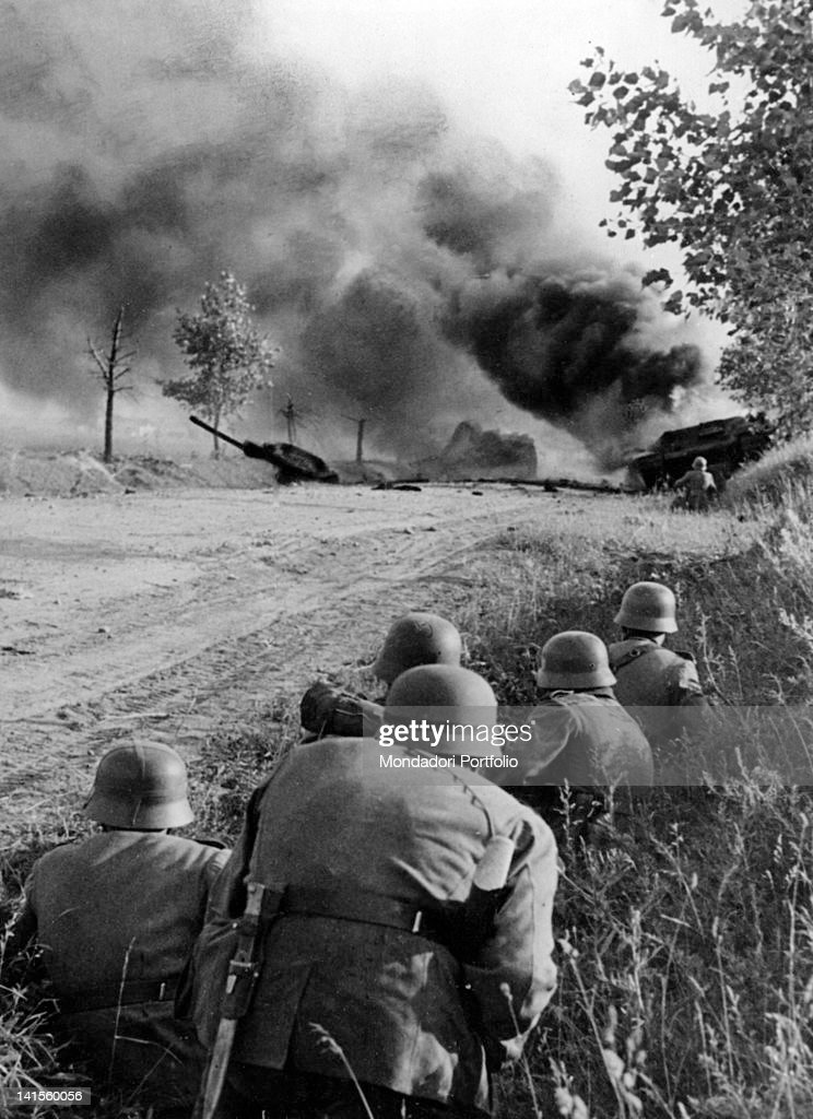 German Soldiers During Battle : News Photo