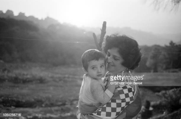 Beyrouth Liban novembre 1987 La vie de la population de Beyrouth entre ravages causés par les guerres et difficultés d'approvisionnement Ici dans un...