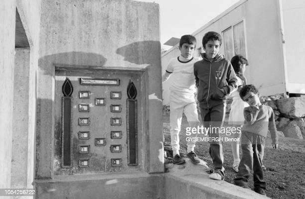 Beyrouth Liban novembre 1987 La vie de la population de Beyrouth entre ravages causés par les guerres et difficultés d'approvisionnement Ici derrière...