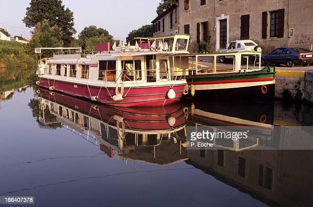 beziers, the 9 locks (fonseranes) - canal du midi photos et images de collection
