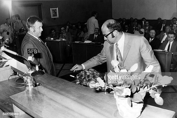 Bezirksverordnetenversammlung Dietmar Lewandowski bei der Stimmabgabe 1971