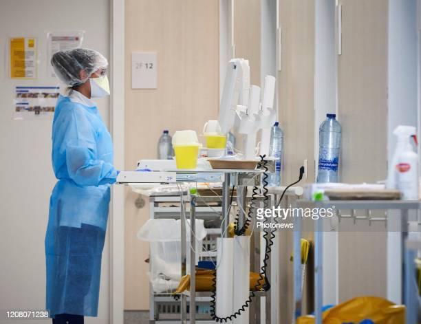 - Bezoek aan intensieve zorg in het Delta Chirec ziekenhuis, daar worden patiënten met coronavirus behandeld - Visite de l'unité de soins intensifs...