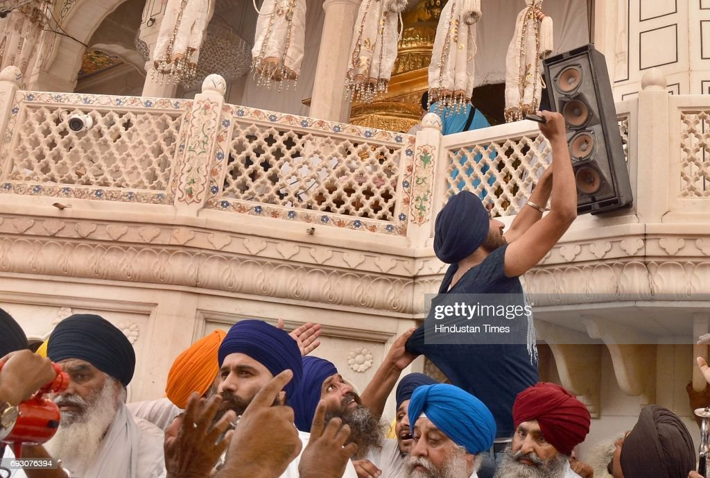 Bhai Dhian Singh Mand along with Baba Baljit Singh Daduwal addressing the gathering while one of the Sikh radical activists damaging the speaker...
