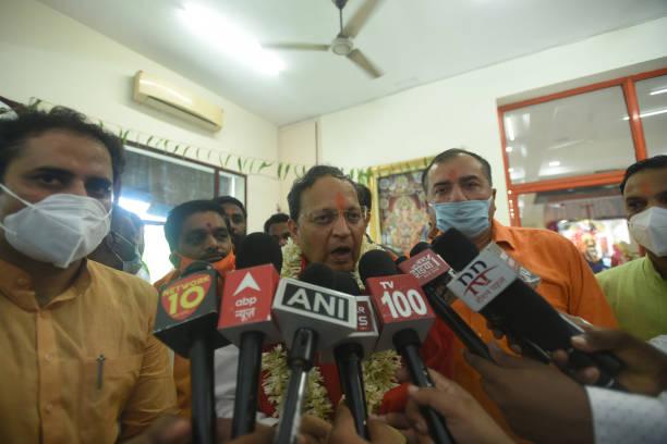 IND: BJP General Secretary Arun Singh Visits Temple On Guru Purnima