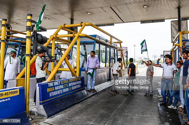 Bharatiya Kisan Union sitting on a 'dharna' demanding tollfree passage on 9th July 2015