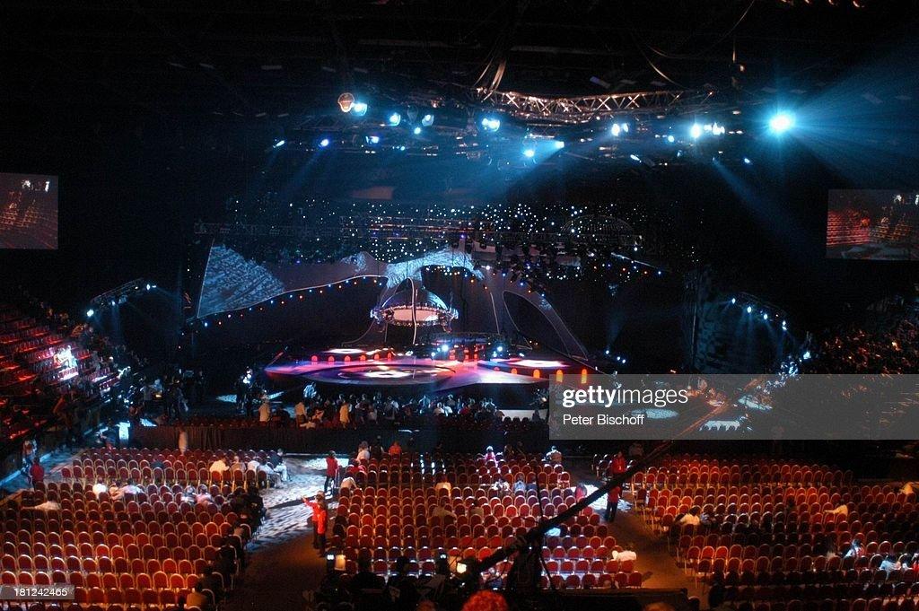 Bühne der \'Abdi-Ikepci-Arena\', Saal-Bestuhlung der Halle, vor d ...