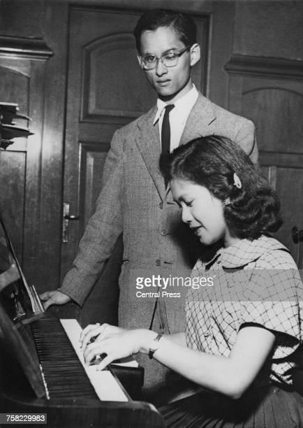 Bhumibol Adulyadej King of Thailand with his fiance Sirikit Kitiyakara in Lausanne Switzerland where Sirikit is studying 14th September 1949 The king...