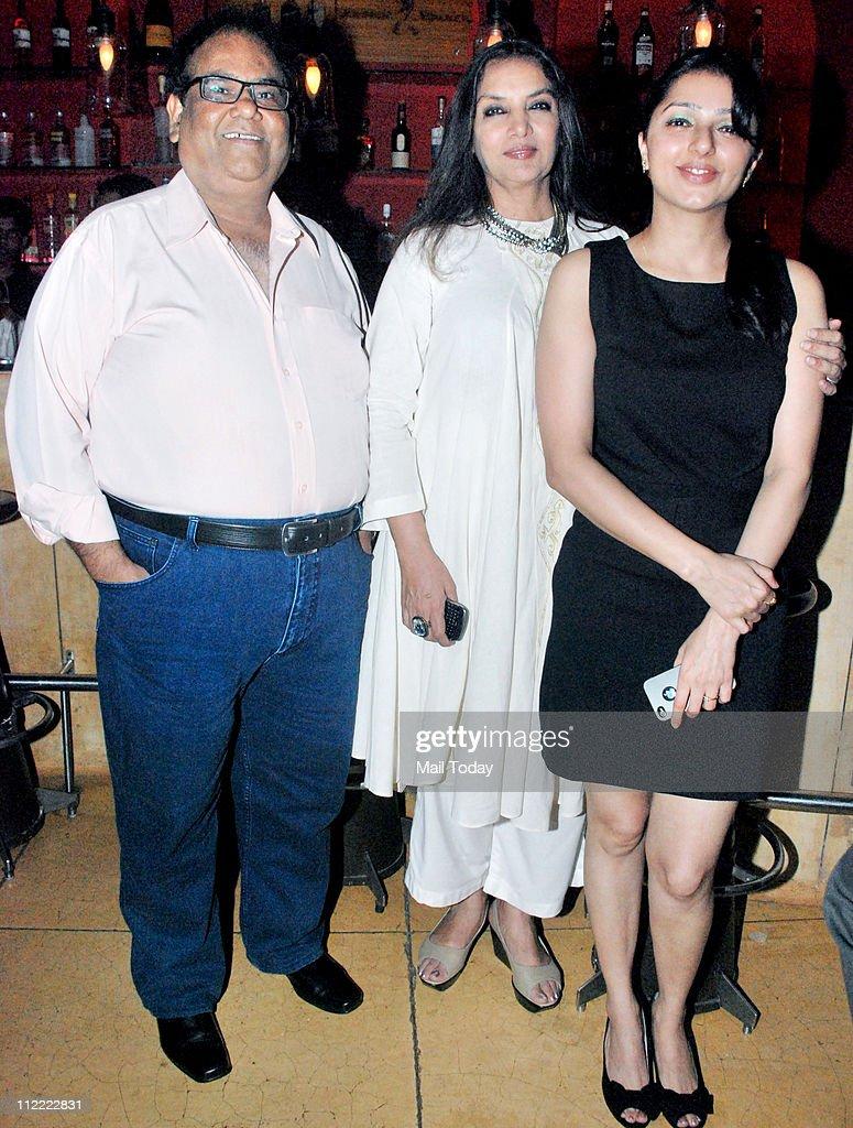 Bhumika Chawla and Shabana Azmi with Satish Kaushik at his birthday party at Mangi Ferra in Mumbai on April 13 2011