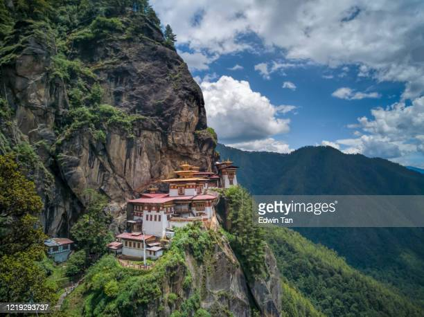bhutan buildings  tiger nest monastery - paro stock pictures, royalty-free photos & images