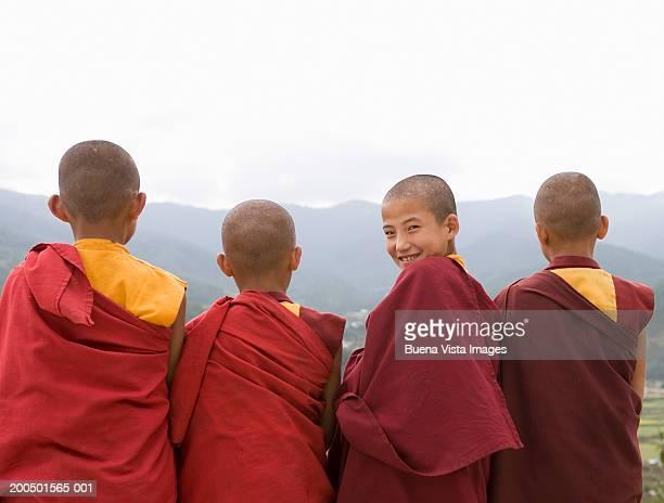 bhutan, bumthang, karchu dratsang monastery, four monks - bhutan stockfoto's en -beelden