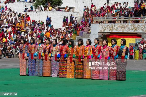 bhutan, female bhutanese singers - marie ange ostr�� photos et images de collection