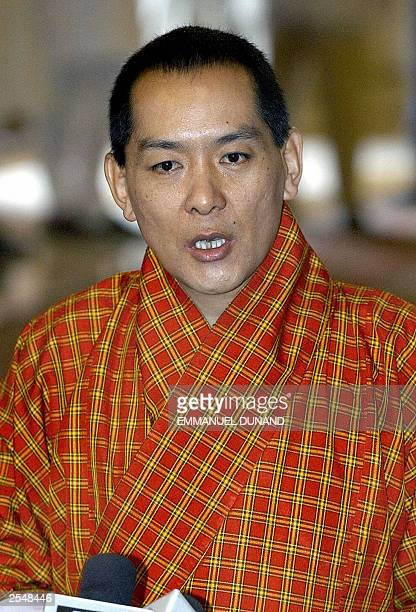 Bhutan's King Jigme Singye Wangchuk talks to the press 15 September 2003 during a welcoming ceremony at Rashtrapati Bhavan New Delhi's Presidential...