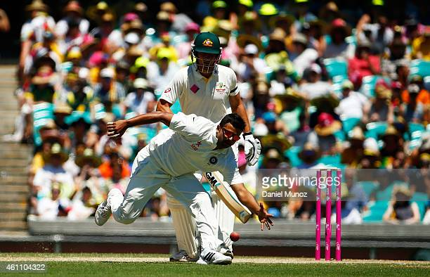SYDNEY AUSTRALIA JANUARY Bhuvneshwar Kumar of India fails to catch a ball during day two of the Fourth Test match between Australia and India at...