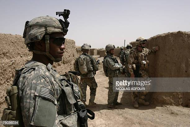 Biabanak, AFGHANISTAN: US soldier Lieutenant Chris Coppola from Bravo Company 1-508 Parachute Infantry Regiment 82nd Airborne Division together with...