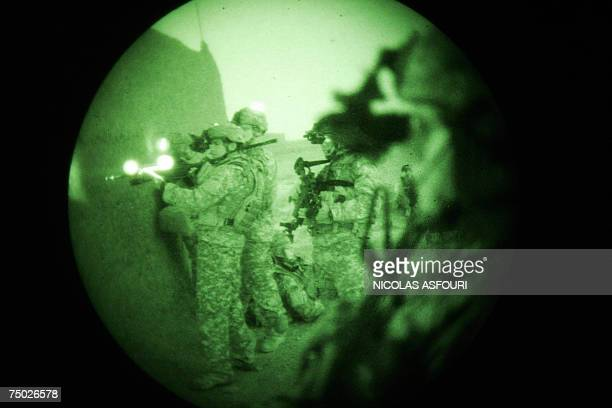 Biabanak, AFGHANISTAN: US soldiers from Bravo Company 1-508 Parachute Infantry Regiment 82nd Airborne Division take up positions around the village...