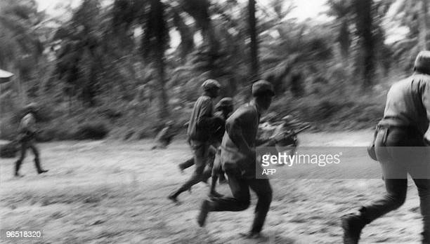 Biafran rebel soldiers are seen during an attack to take the city of Ikot Ekpene from the Nigerian troops 11 August 1968 during the Biafra war A...