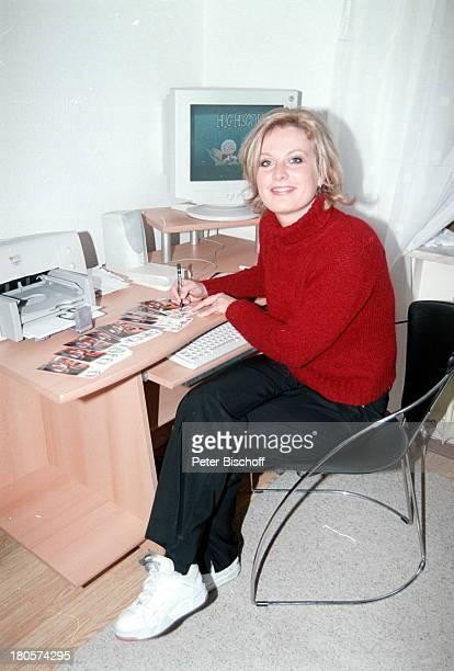 Bianca App Homestory Bretten Autogramme Schreibtisch PC