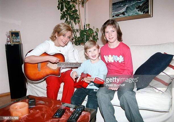 Bianca App Neffe RaphaelMaurice App Nichte LenaMarika AppHerbig Homestory Bretten Gitarre Musikinstrument Kind Kinder