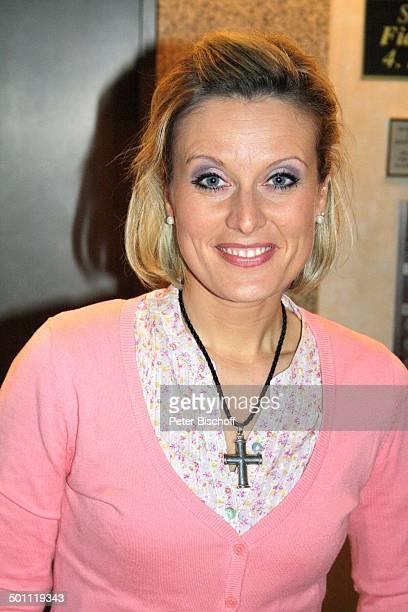 Bianca App Porträt nach TourneeKozert Das Frühlingsfest der Volksmusik RamadaHotel Magdeburg SachsenAnhalt Deutschland Europa Portrait Kreuz Kette...