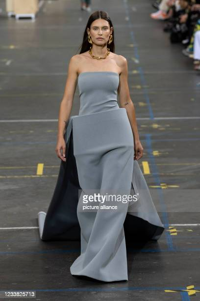Bianca Balti at OFF-WHITE Fall Winter 2021 collection runway on July 2021 - Paris, France.
