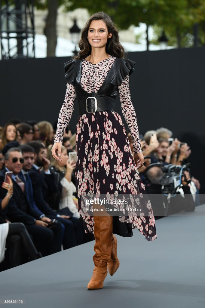 Bianca Balti walks the runway during the Le Defile L'Oreal Paris Spring Summer 2018 show as part of Paris Fashion Week at Avenue des Champs-Elysees on October 1, 2017 in Paris, France.
