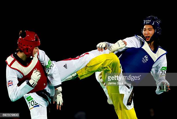 Bianca Walkden of Great Britain competes against Shuyin Zheng of China during the Women's 67kg Taekwondo Semifinal match at the Rio 2016 Olympic...