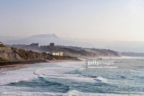 biarritz basque town in the south of france - océan atlantique photos et images de collection