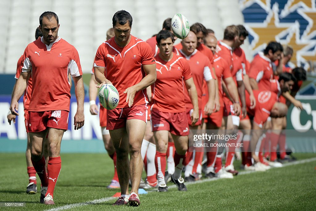 Biarritz Olympique's players participate in the captain's run training session on May 21, 2010 at the Stade de France in Saint-Denis, north of Paris, on the eve of the European H-Cup rugby final match Toulouse versus Biarritz.