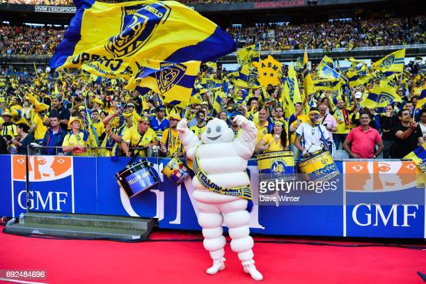 Bibendum the Michelin Man greets the Clermont fans before the the Top 14 Final between RC Toulon and Clermont Auvergne at Stade de France on June 4...