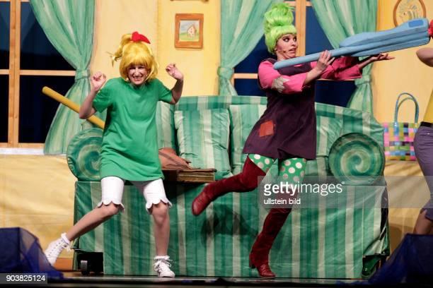 Bibi Blocksberg 'Hexen Hexen Überall' Das Musical Der Welthexentag kommt nach Neustadt Bibi Blocksberg und Schubia sprühen vor Ideen eine Hexendisco...