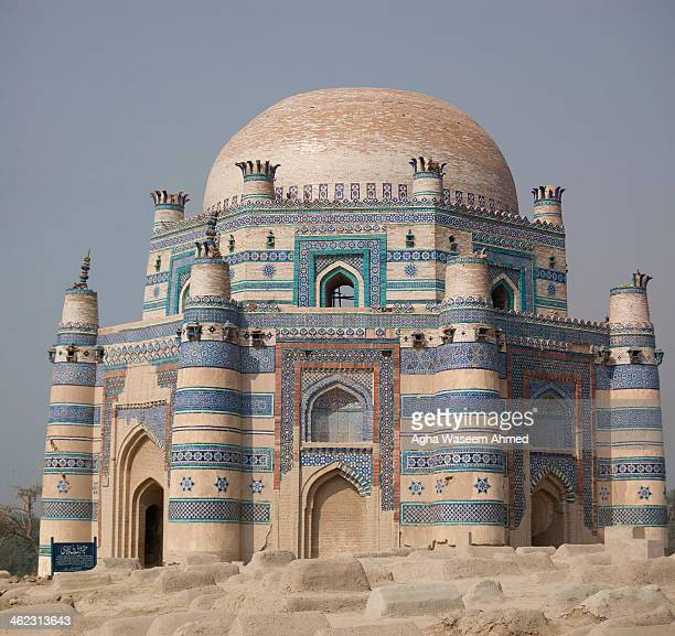 CONTENT] Bibi Jawindi the great granddaughter of the saint Jahaniyan Jahangasht was known for her piety Her tomb is considered one of the most...