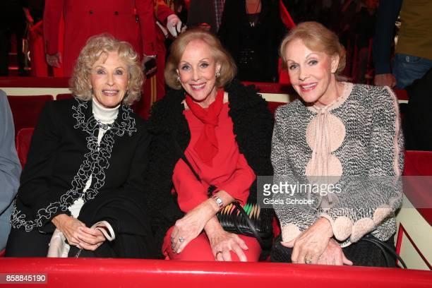 Bibi Jones and twin sisters Alice and Ellen Kessler during the premiere of the Circus Roncalli '40 Jahre Reise zum Regenbogen' on October 7 2017 in...