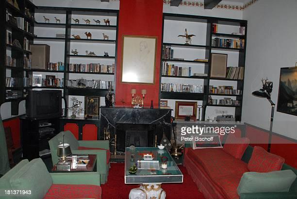 Bibliothek der Villa von Henriette von Bohlen und Halbach Homestory Villa Bled Targui Marrakesch Marokko Nordafrika Afrika Residenz Palast Sofa Kamin...