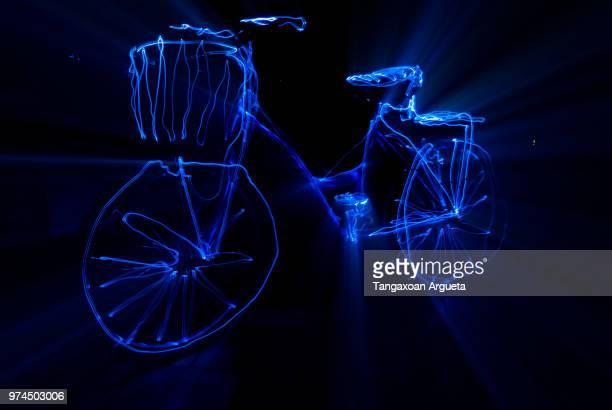 bici resplandeciente - resplandeciente stock pictures, royalty-free photos & images