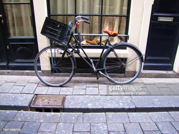 bicycle against brick wall - sabine hauswirth stock pictures, royalty-free photos & images