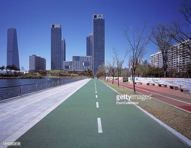 Bicycle and pedestrian paths towards Songdo