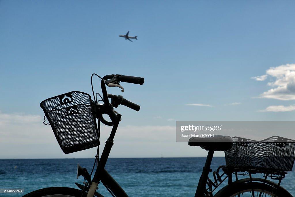 Bicycle at seashore : Photo