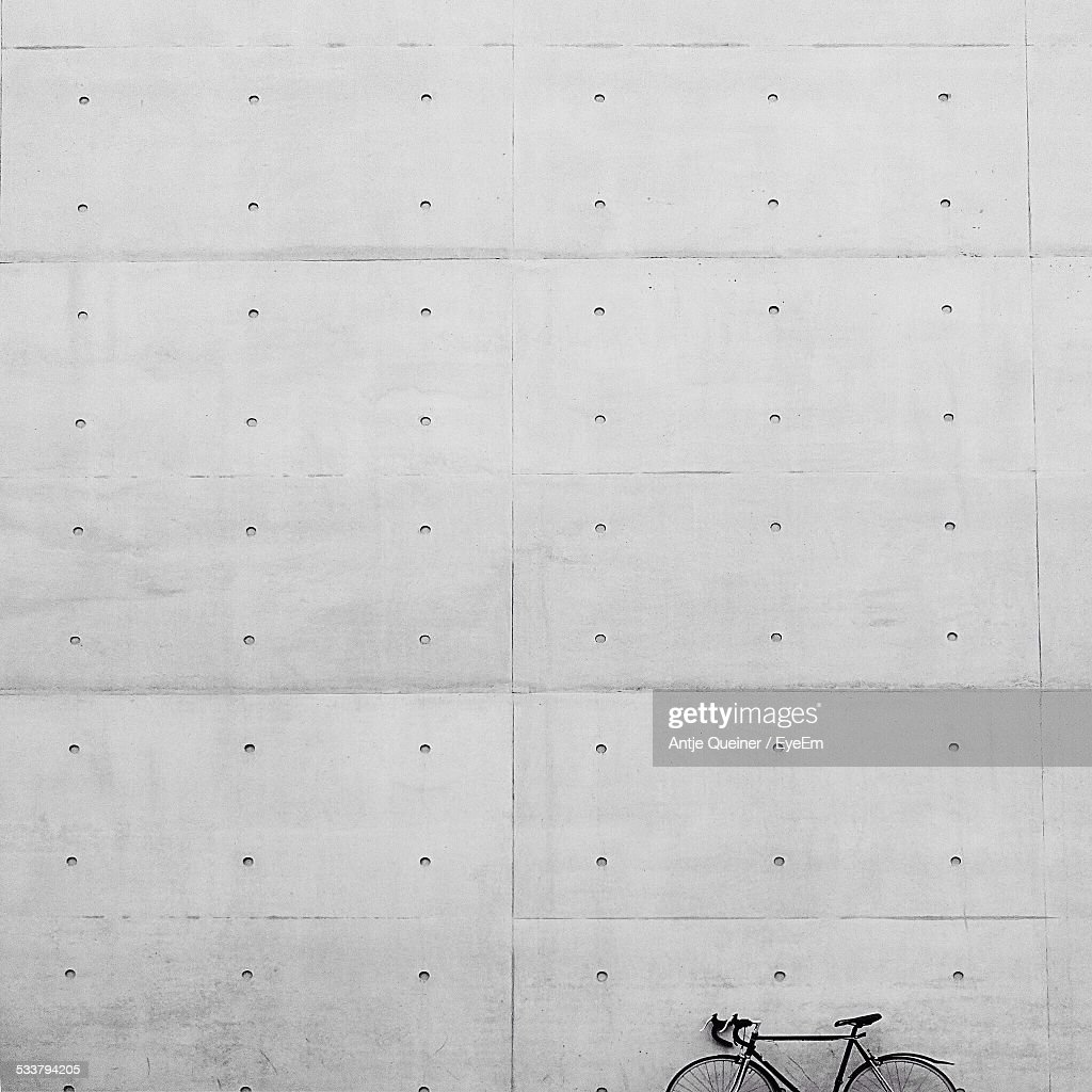 Bicycle By Wall : Foto stock