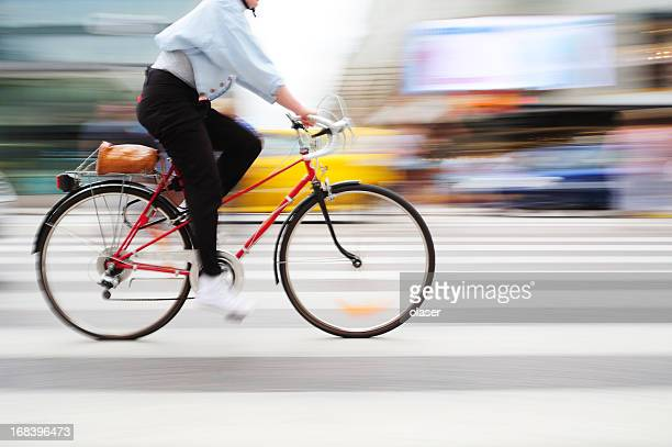 bicycle in motion on zebra crossing - fietsen stockfoto's en -beelden