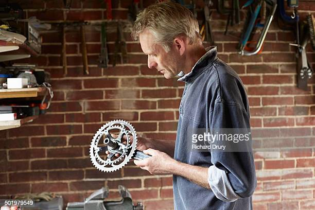 bicycle maker inspecting cycle chain set - craftsperson stock pictures, royalty-free photos & images