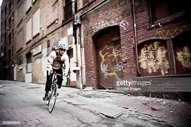 bicycle messenger - ロードバイク ストックフォトと画像