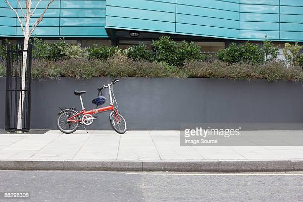 bicycle on sidewalk - gehweg stock-fotos und bilder